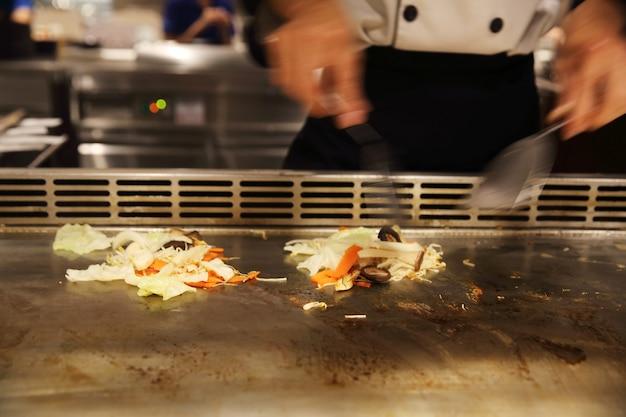 Manzo con verdure teppanyaki cucina giapponese