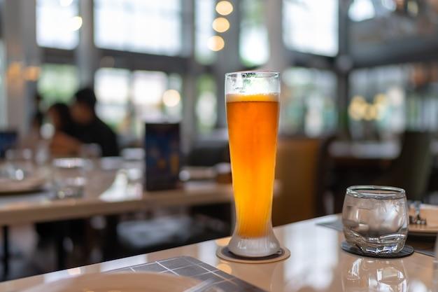 Birra sullo sfondo del ristorante