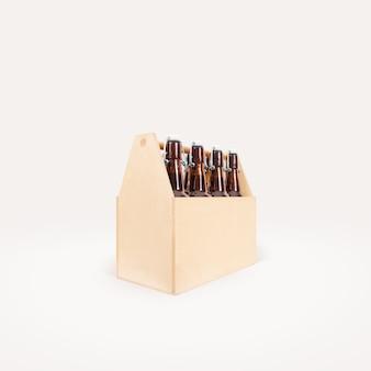 Lato della scatola di legno della birra isolato