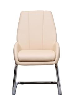 Sedia da ufficio beige isolata sul muro bianco, vista frontale. mobili contemporanei in stile minimal, interior, home design
