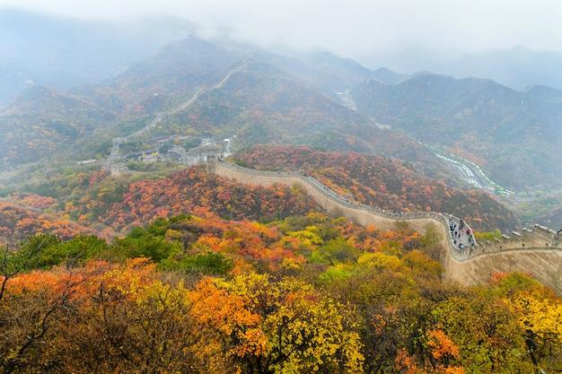 Pechino, cina - 31 ottobre 2019: la grande muraglia cinese in autunno