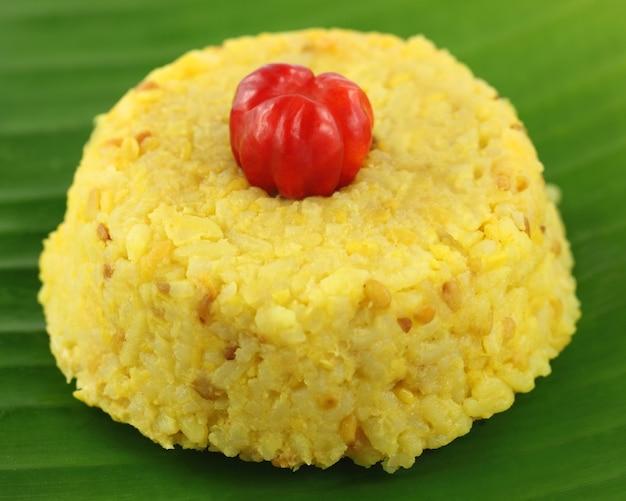 Cucina bengalese di riso e lenticchie chiamata khichuri