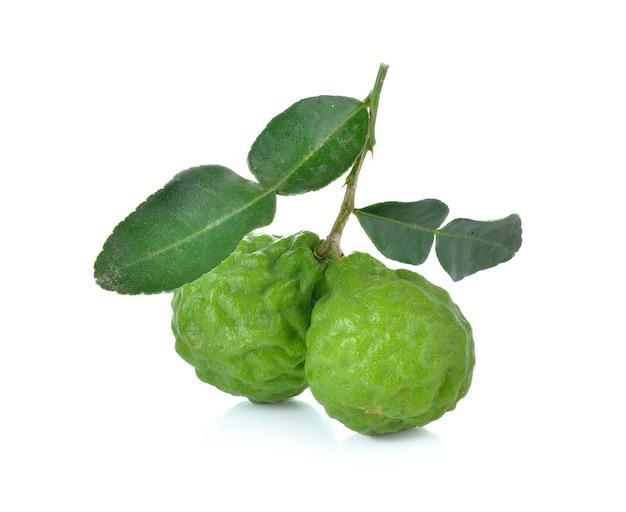 Frutto di bergamotto su sfondo bianco