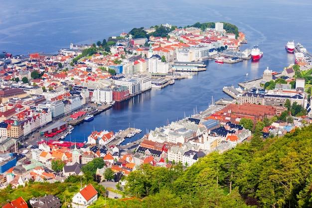 Vista panoramica aerea di bergen dal punto di vista del monte floyen. bergen è una città e un comune in hordaland, norvegia.