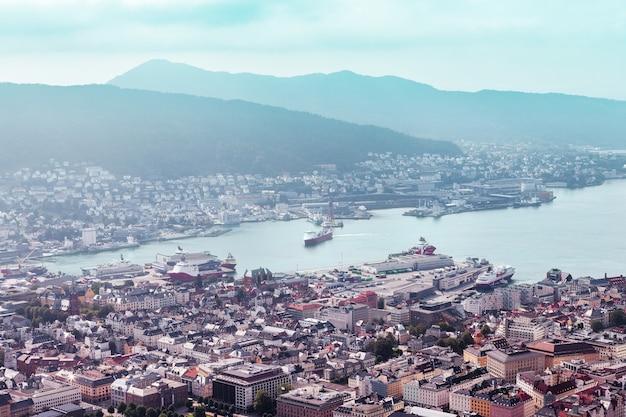 La città di bergen da una vista a volo d'uccello