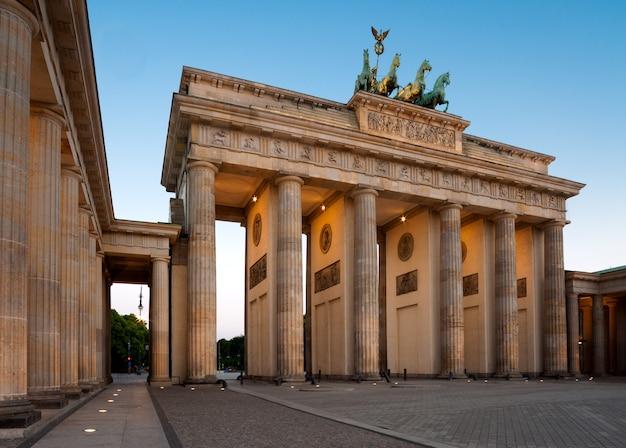 Berlino, porta di brandeburgo all'alba