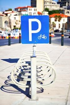 Parcheggio biciclette nel centro di heraklion, grecia