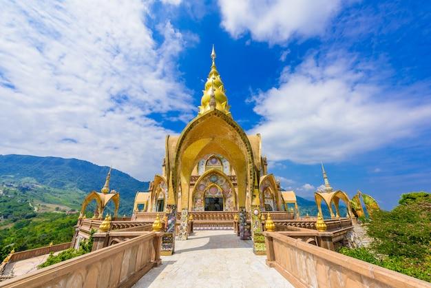 Grande pagoda principale in wat phra that pha son kaew