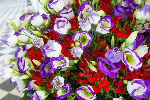 Grande bouquet di fiori estivi meravigliosi multicolor