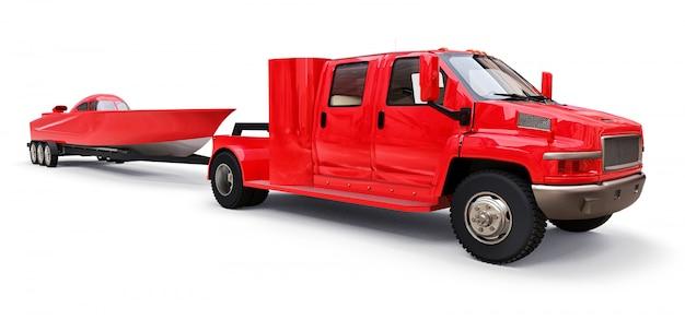 Grande camion rosso con un rimorchio per il trasporto di una barca da corsa su una superficie bianca