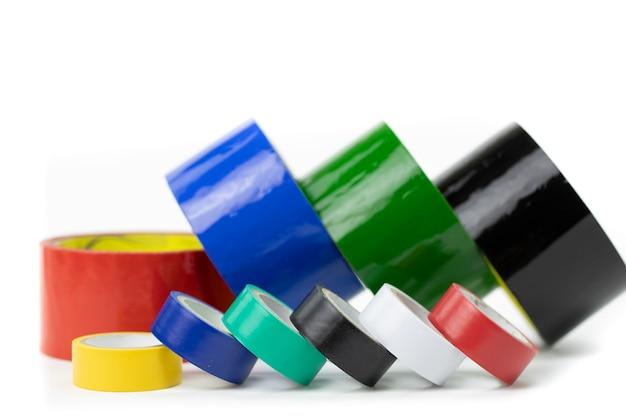 Rotoli grandi e piccoli di nastro adesivo colorato. concetto di miglioramento domestico