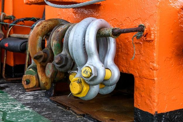 Grandi catene d'acciaio sulla nave da rifornimento offshore attrezzatura da traino