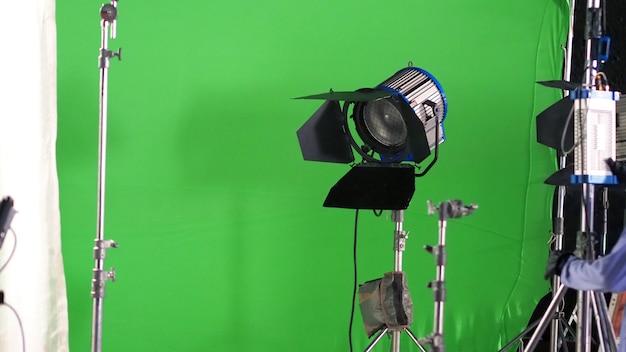 Faretto led da grande studio per la produzione di film video o film fotografici con sfondo verde