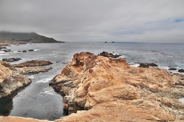 Big sur è una strada panoramica sulla costa occidentale degli stati uniti