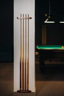 Stecca da biliardo nel club del gioco