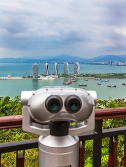 Binocolo per la visualizzazione del panorama della città. sanya phoenix island president resort apartment, hainan sheng, sanya shi, tianya qu, cina.