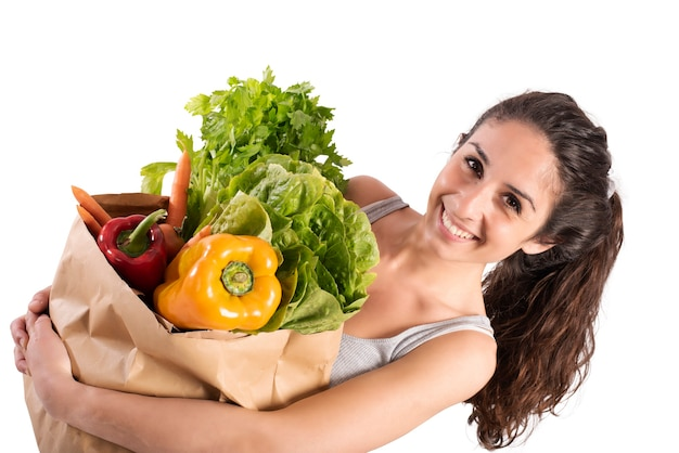 Concetto di acquisto bio con ragazza sorridente al supermercato con