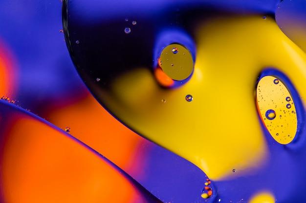 Sfondo astratto di biologia, fisica o chimica. olio in acqua