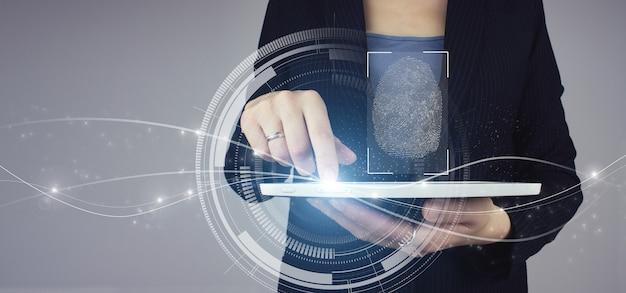 Identificazione biometrica. compressa bianca in mano di donna d'affari con ologramma digitale scansione di impronte digitali segno su sfondo grigio. futuro tecnologico immersivo e cibernetico