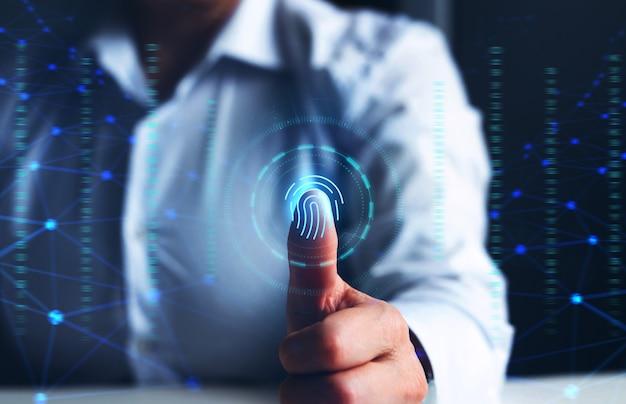 Tecnologia di sicurezza e innovazione biometrica la scansione delle impronte digitali fornisce l'accesso alla sicurezza e all'identificazione attacchi informatici e crimini