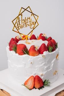 Torta di compleanno con fragole