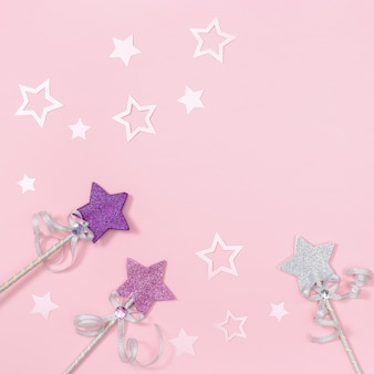 Biglietto di auguri di compleanno per bambina, rosa con stelle per invito a una festa.