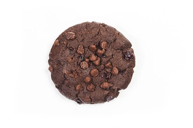 Biscotti con cioccolato isolato su sfondo bianco