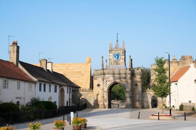 Bishop, auckland, regno unito 27 luglio 2021. municipio di bishop auckland. a nord del regno unito, città popolare da visitare. bellissimi vecchi edifici britannici. northumberland. Foto Premium