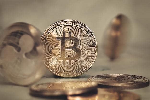 Criptovaluta bitcoin, concetto di mercato azionario. colpo a macroistruzione, soldi virtuali dell'oro, tecnologia, affari, concetto del mercato azionario di scambio moderno primo piano del fondo