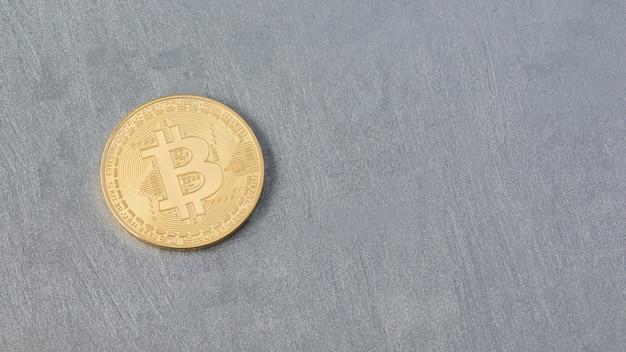 Bitcoin su una superficie intonacata, vista dall'alto. moneta elettronica