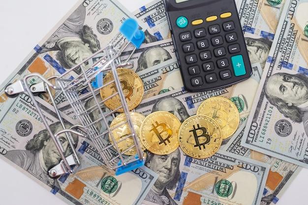 Bitcoin con calcolatrice e carrello della spesa di dollari. concetto di acquisto di bitcoin