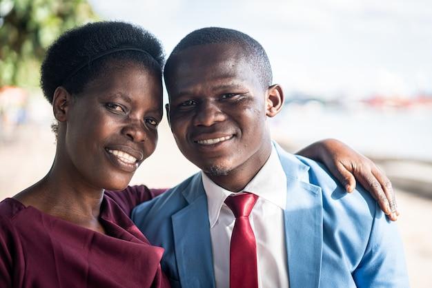 Ritratto di uomo e donna dell'africa nera con amore