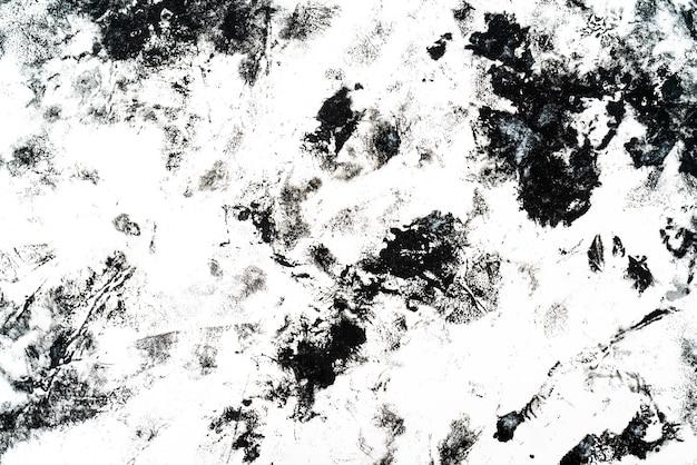 Macchie e macchie nere su sfondo bianco.