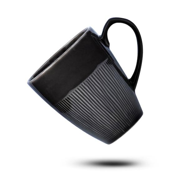 Fondo bianco dello ione della tazza di ceramica nera.