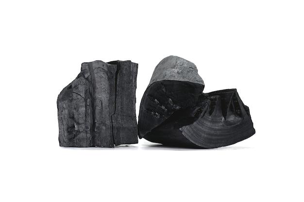 Il carbone nero viene utilizzato come energia termica. isolato su sfondo bianco