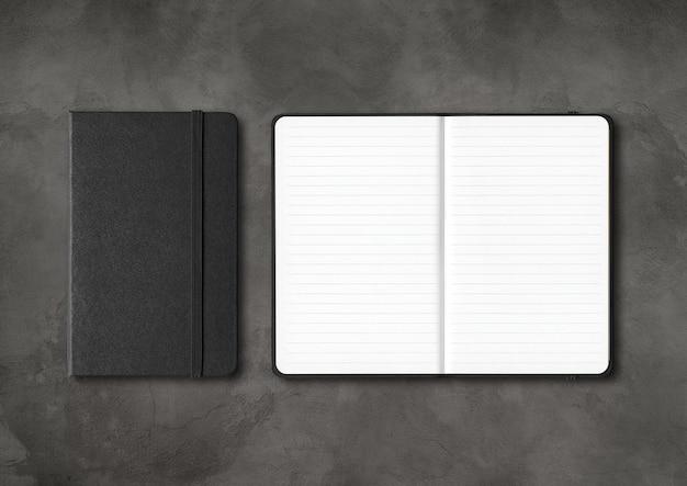 Quaderni neri chiusi e aperti a righe