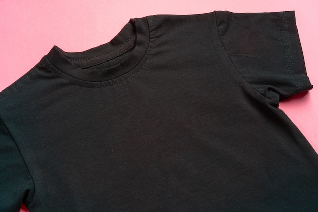 T-shirt tinta unita nera con spazio copia