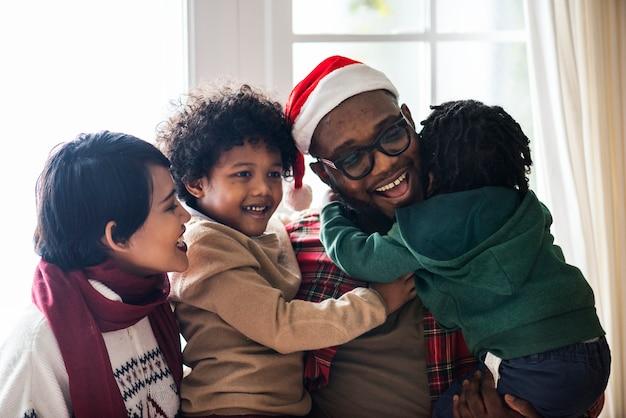 Una famiglia nera che si gode le vacanze di natale