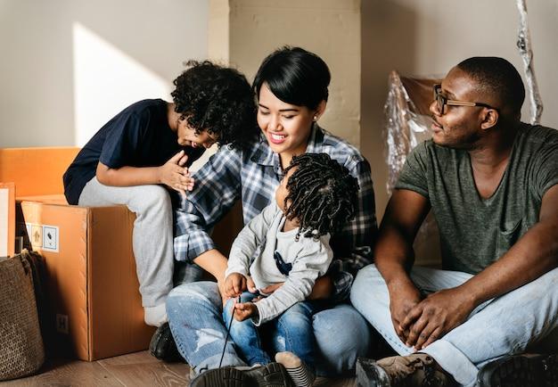 La famiglia nera si trasferisce in una nuova casa