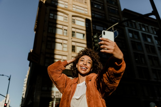 Una blogger nera che la registra dal vivo in centro