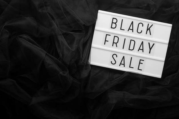 Testo di vendita venerdì nero su lightbox vista dall'alto, copia dello spazio