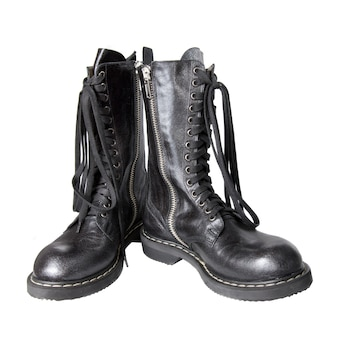 Stivali in pelle nera isolati su bianco