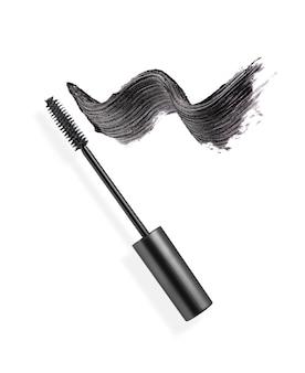 Pennellata di mascara nero con pennello applicatore
