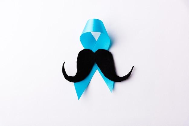 Carta baffi nera e nastro azzurro
