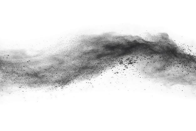 Esplosione di polvere nera su sfondo bianco