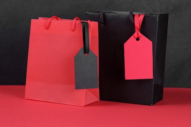 Prezzo da pagare nero e rosso con borse della spesa