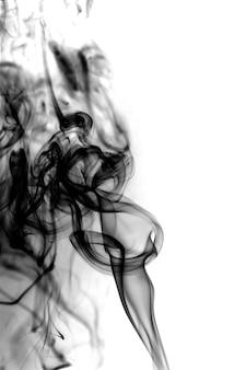 Fumo nero su sfondo bianco