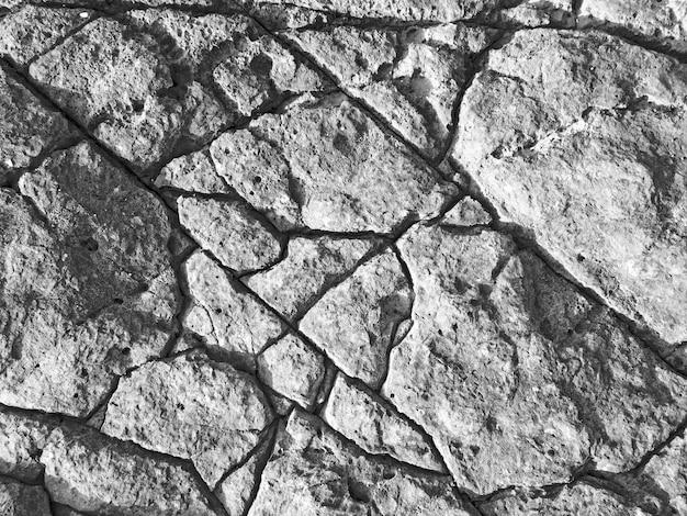 Struttura in pietra nera