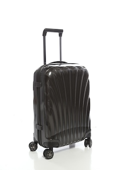Valigia nera su sfondo bianco
