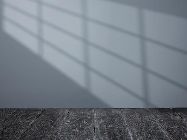 Tavolo nero e luce dalla finestra sul muro
